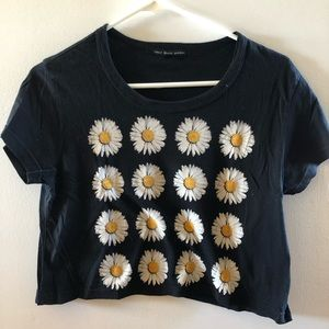 Urban outfitters cropped daisy tee